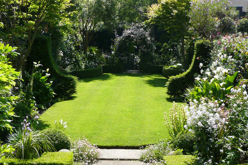 Lawn care service damian costello garden design for Big back garden designs